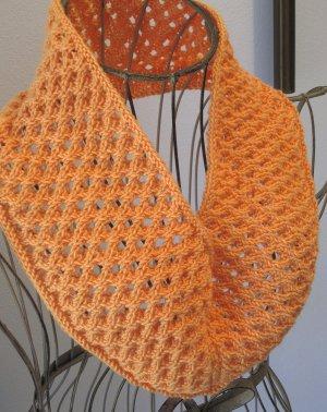 Free Knitting Patterns One Skein Scarf : One Skein Eyelet Cowl AllFreeKnitting.com